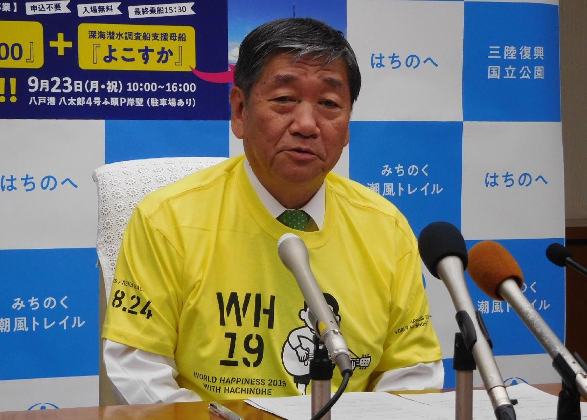 YSアリーナ八戸の運営経費の圧縮に努める方針を強調する小林眞市長=23日、市庁