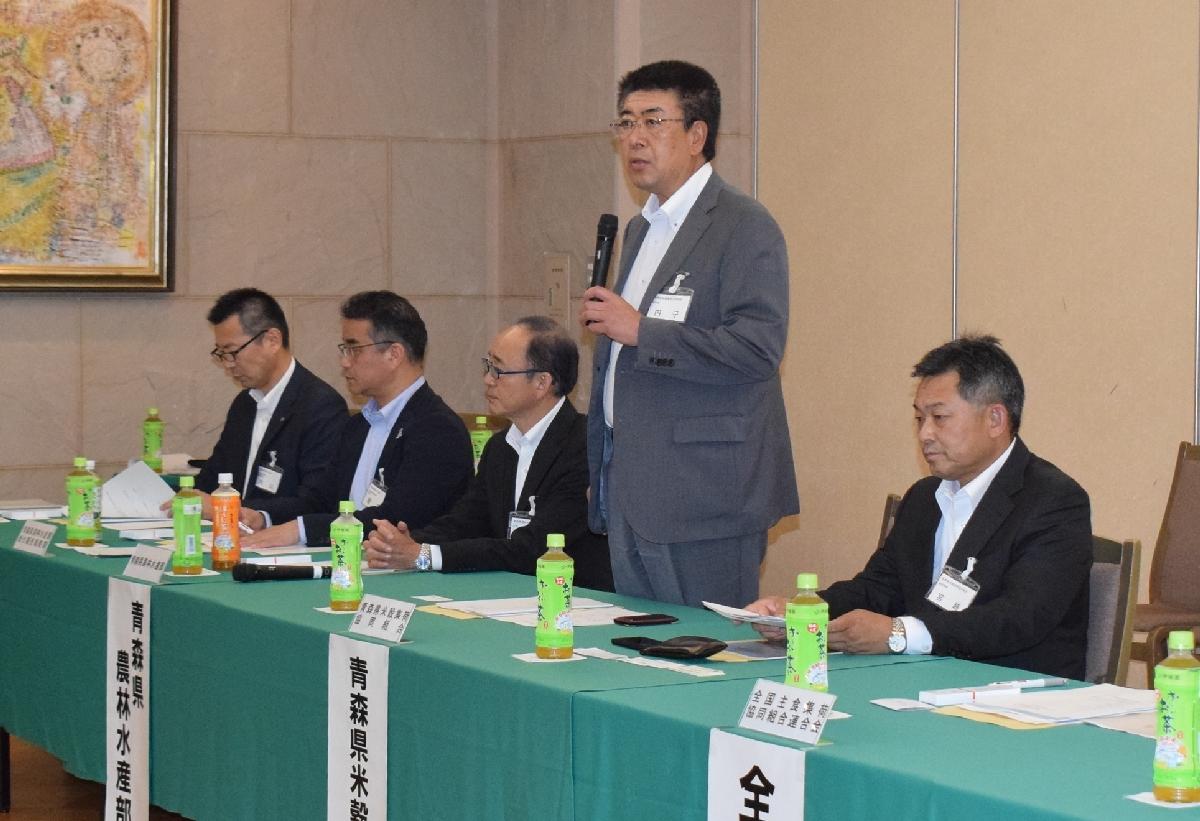 2019年産米の出荷契約数量などが報告された県産米穀懇談会=23日、青森市