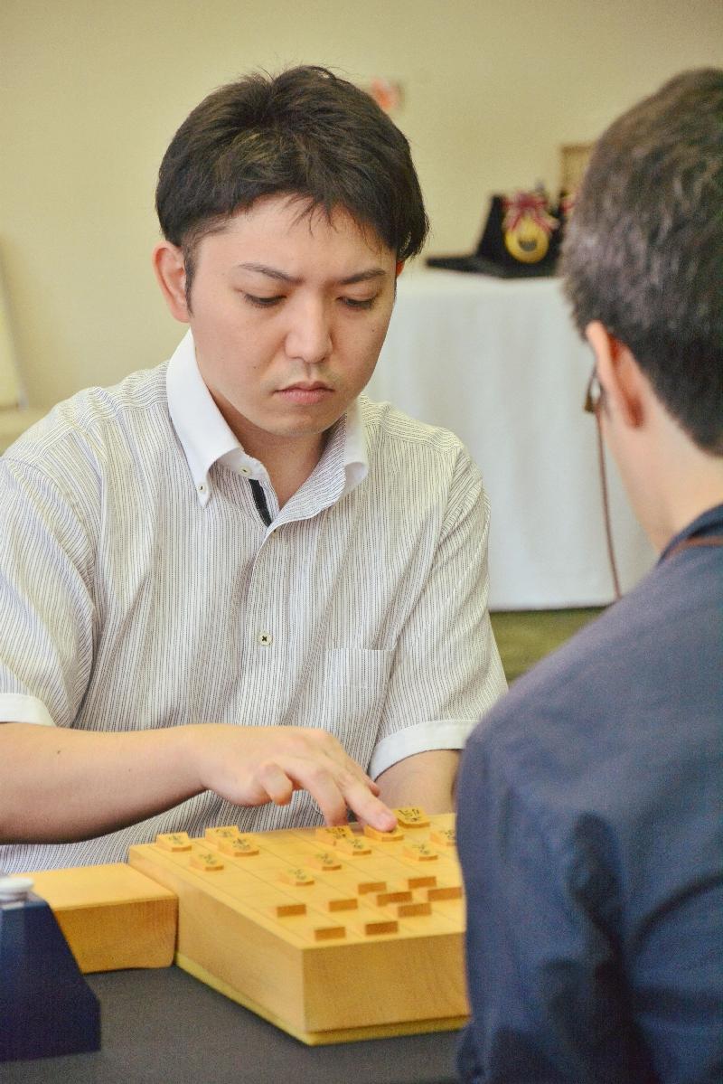 決勝を103手で制した中川慧梧六段=9日、東京都港区のチサンホテル浜松町
