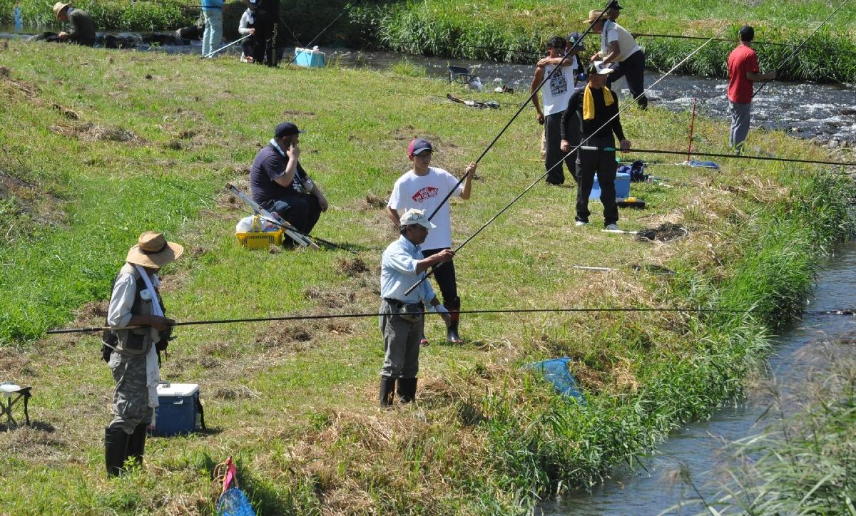 愛好家が腕前を競った渓流釣り大会