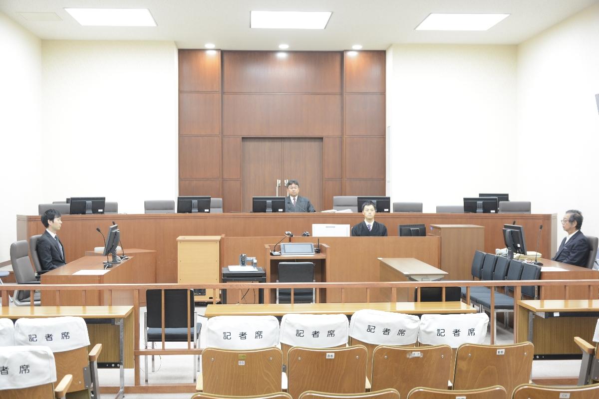澤田恵被告に懲役1年6月、執行猶予5年の判決が言い渡された法廷=10日、青森地裁(代表撮影)