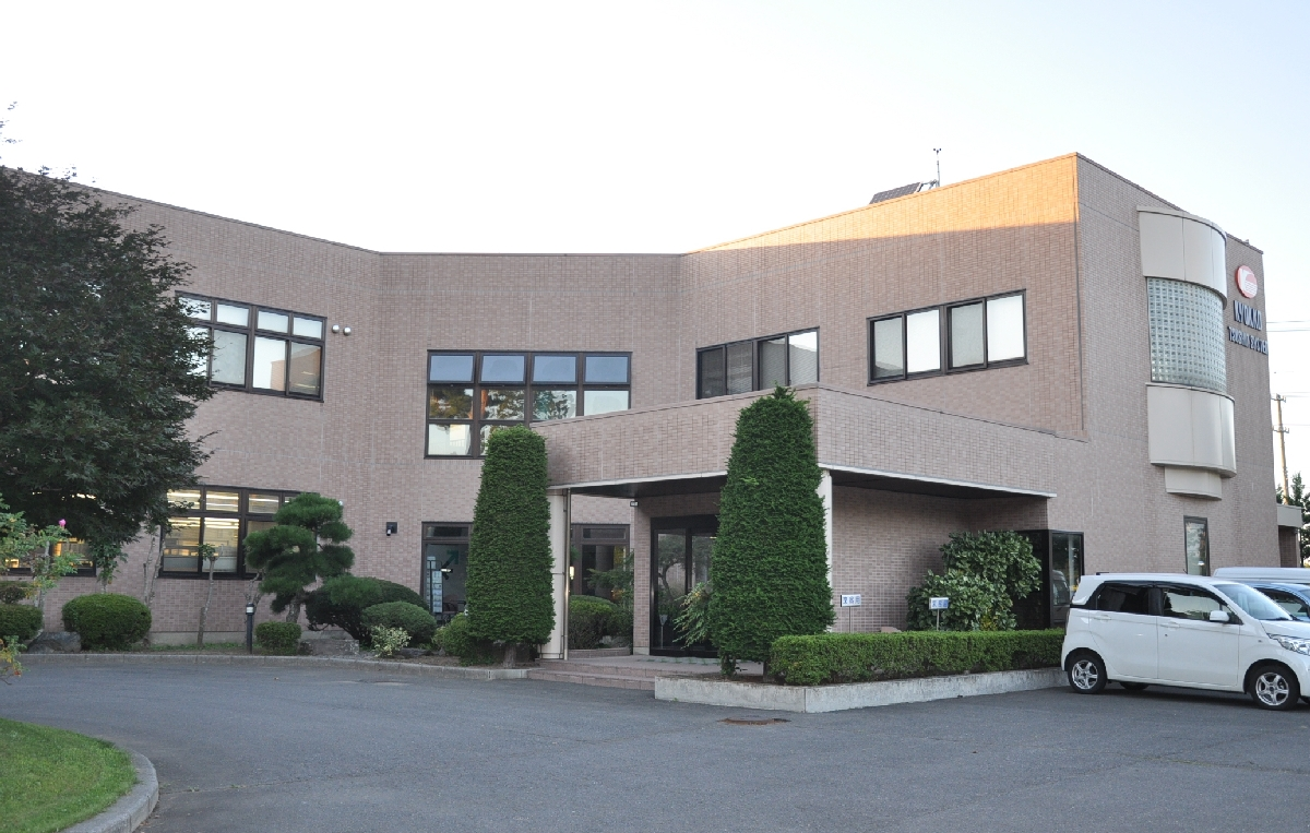 新工場を建設する「旭光通信システム」の八戸事業所=13日、八戸市北インター工業団地