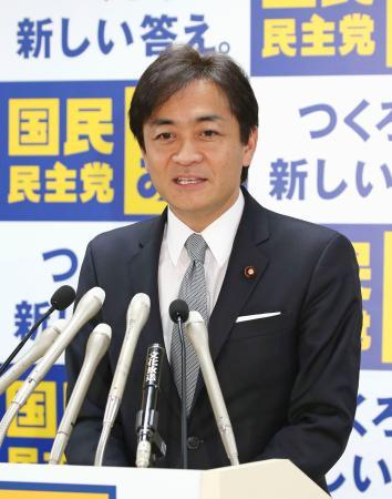 国民民主党の両院議員懇談会であいさつする玉木代表=15日午後、東京・永田町の党本部
