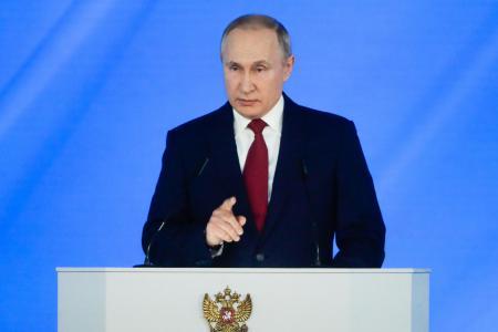 15日、モスクワで年次報告演説をするロシアのプーチン大統領(タス=共同)