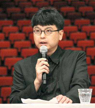 「ロームシアター京都」の新館長に就任することが決まり、記者会見する三浦基さん=16日午後、京都市