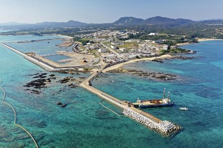 埋め立てが進む沖縄県名護市辺野古の沿岸部=2019年12月