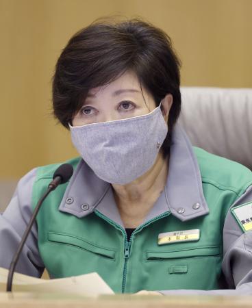 東京都の新型コロナウイルス対策本部会議で「東京アラート」を発令する小池百合子知事=2日夜、都庁