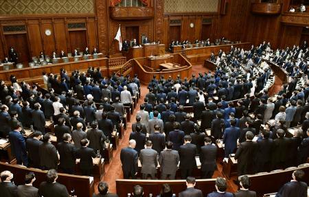 公選法改正案が可決された衆院本会議=2日午後