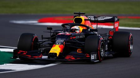 英国GPの予選を走行するマックス・フェルスタッペンのレッドブル・ホンダ=1日(ゲッティ=共同)